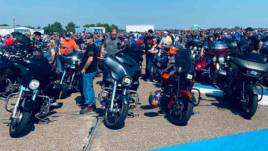 Crowd during largest parade of Harley Davidson motorcycle attempt